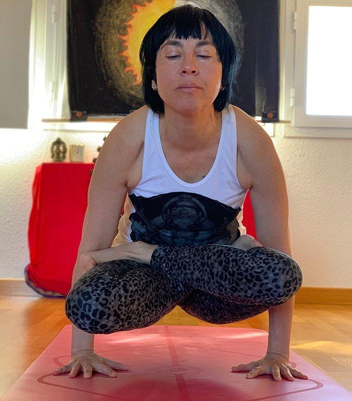 yoga entrada a bhuja pidasana