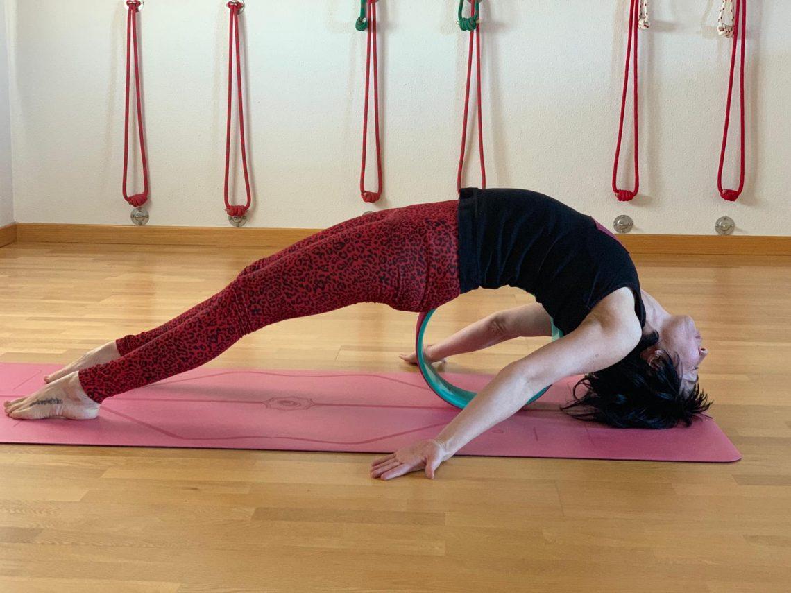 yoga-wheel-asana-la-rueda